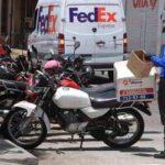 Ayuntamiento de Xalapa entrega tarjetones para que distribuidores en motocicleta puedan ingresar a la zona Centro