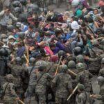 Fuerzas de seguridad Guatemalteca reprenden violentamente a migrantes hondureños