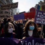 Miles de manifestantes desafían restricciones contra COVID-19 en el Día de la Mujer