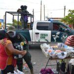 Fuerza Civil entrega obsequios a las mamás en su día.