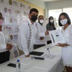 Reciben 17 escuelas de ocho municipios títulos de propiedad con Escuela Garantizada, Escritura Garante